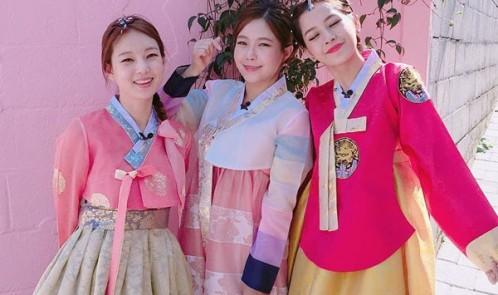 Chi Pu xinh xắn hơn gái Hàn khi diện Hanbok truyền thống