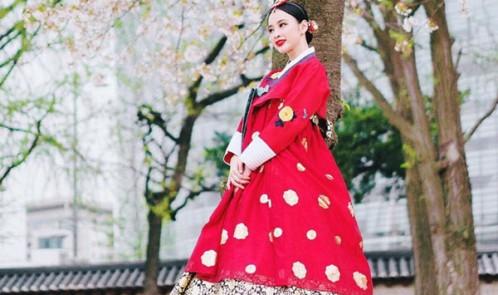 Diện trang phục Hanbok Sơn Tùng là nam thần, nữ thần là Angela Phương Trinh?